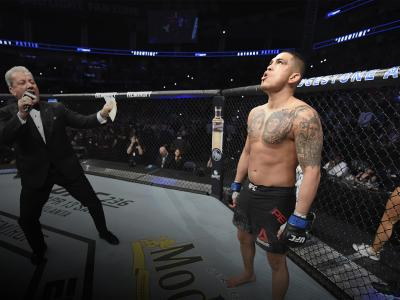 NASHVILLE, TENNESSEE - MARCH 23: Anthony Pettis stands in his corner prior to his welterweight bout against Stephen Thompson during the UFC Fight Night event at Bridgestone Arena on March 23, 2019 in Nashville, Tennessee. (Photo by Jeff Bottari/Zuffa LLC/Zuffa LLC via Getty Images)