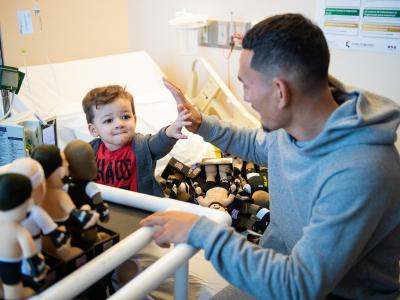 Max Holloway visits Cure 4 The Kids