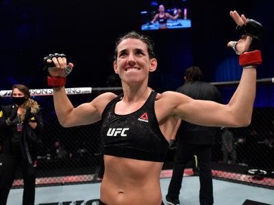 Marina Rodriguez, do Brasil, celebra vitória no Octógono