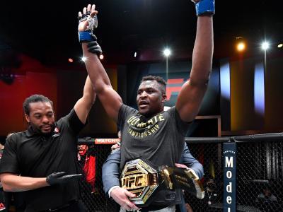 Francis Ngannou nocauteia Stipe Miocic no UFC 260 e é o novo campeão dos pesados