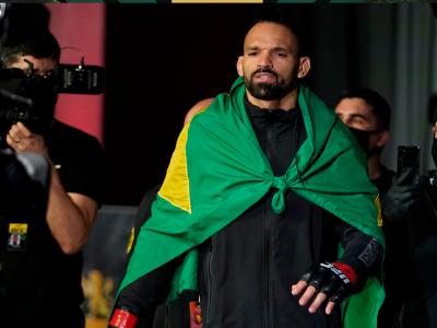 O brasileiro Michel Pereira caminhando para o Octógono