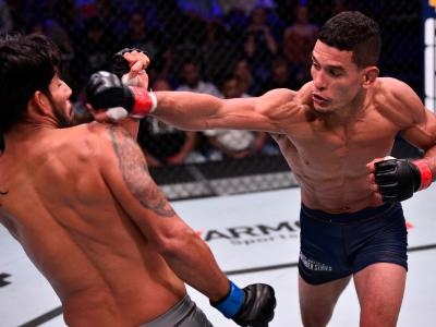 Miguel Baeza punches Victor Reyna during week 2 of Dana White's Contender Series Season 3