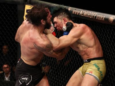 Nikita Krylov punches Johnny Walker