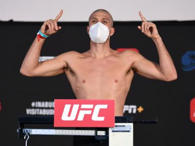 Brian Ortega poses on the scale during the UFC Fight Night weigh-in on October 16, 2020 on UFC Fight Island