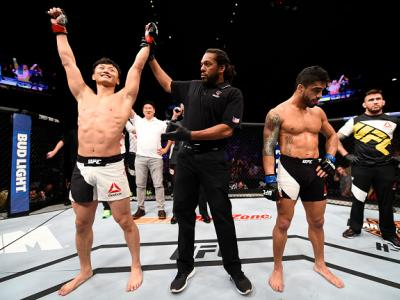 LAS VEGAS, NV - JULY 08:  Doo Ho Choi (L) of South Korea celebrates after his knockout victory over Thiago Tavares of Brazil in their featherweight bout during The Ultimate Fighter Finale event at MGM Grand Garden Arena on July 8, 2016 in Las Vegas, Nevad