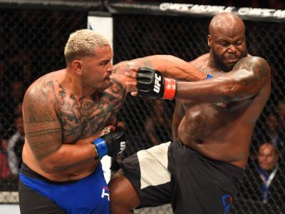 AUCKLAND, NEW ZEALAND - JUNE 11:  (L-R) Mark Hunt of New Zealand punches Derrick Lewis in their heavyweight fight during the UFC Fight Night event at the Spark Arena on June 11, 2017 in Auckland, New Zealand. (Photo by Josh Hedges/Zuffa LLC/Zuffa LLC via