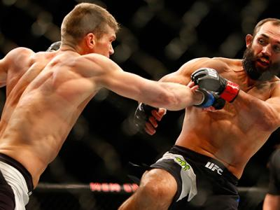 LAS VEGAS, NV - FEBRUARY 06: (L-R) Stephen Thompson fights Johny Hendricks in their welterweight fight during the UFC Fight Night event at MGM Grand Garden Arena on February 6, 2016 in Las Vegas, Nevada. (Photo by Jamie Squire /Zuffa LLC/Zuffa LLC via Get