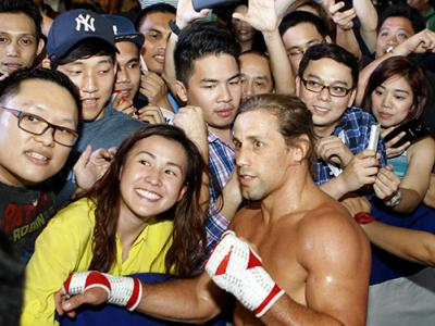 PASAY, PHILIPPINES - MAY 13: Urijah Faber interacts with fans during an open training session for fans and media at the Music Hall inside the Mall of Asia on May 13, 2015 in Pasay, Philippines. (Photo by Mitch Viquez/Zuffa LLC/Zuffa LLC via Getty Images)