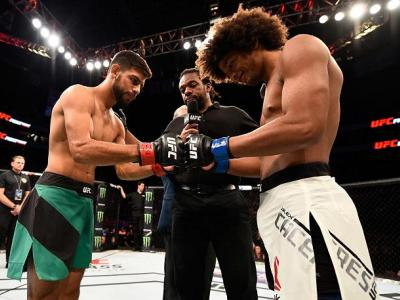 SALT LAKE CITY, UT - AUGUST 06:  (L-R) Yair Rodriguez of Mexico and Alex Caceres touch gloves before the start of their featherweight bout during the UFC Fight Night event at Vivint Smart Home Arena on August 6, 2016 in Salt Lake City, Utah. (Photo by Jef