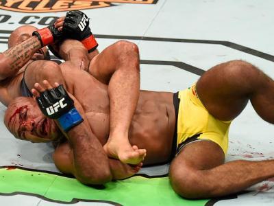 KANSAS CITY, MO - APRIL 15:  (L-R) Demetrious Johnson submits Wilson Reis of Brazil in their UFC flyweight fight during the UFC Fight Night event at Sprint Center on April 15, 2017 in Kansas City, Missouri. (Photo by Josh Hedges/Zuffa LLC/Zuffa LLC via Ge
