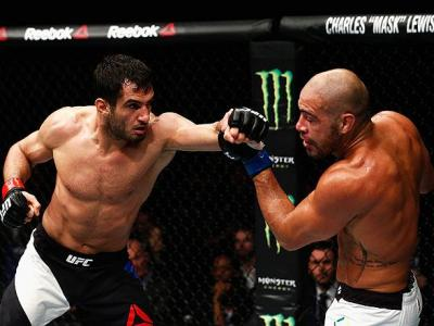LONDON, ENGLAND - FEBRUARY 27:  Gegard Mousasi of Netherlands (L) and Thales Leites of Brazil (R) compete in their Middleweight bout during the UFC Fight Night held at at Indigo at The O2 Arena on February 27, 2016 in London, England.  (Photo by Dean Mouh