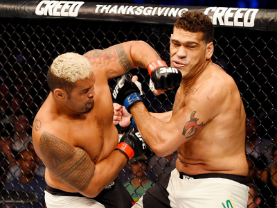 MELBOURNE, AUSTRALIA - NOVEMBER 15:  (L-R) Mark Hunt lands a left-handed punch against Antonio Silva in their heavyweight bout during the UFC 193 event at Etihad Stadium on November 15, 2015 in Melbourne, Australia.  (Photo by Josh Hedges/Zuffa LLC/Zuffa